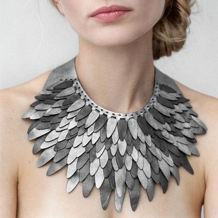 Collar XV — Перья